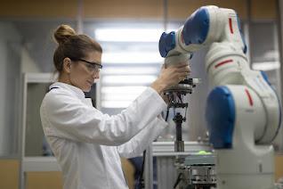 Robotic Scientist (Ilmuan Robot)