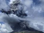Tadi Malam Gunung Sinabung Kembali Erupsi