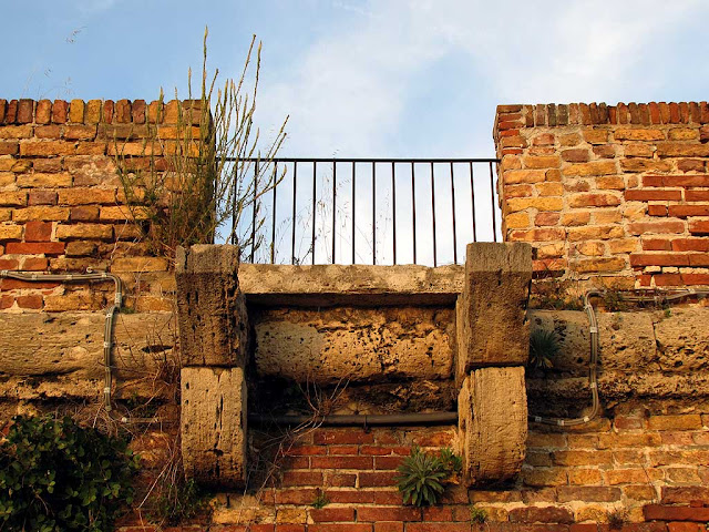 Balcony to nowhere, Porto Mediceo, Livorno
