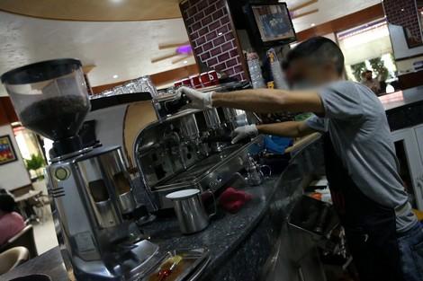 إغلاق المقاهي يقلص واردات المغرب من منتجات الشاي والقهوة
