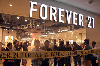 Actress Sonakshi Sinha Pos in Denim Jeans at Forever 21 Shop Launch at Express Avenue Mall  0010.jpg