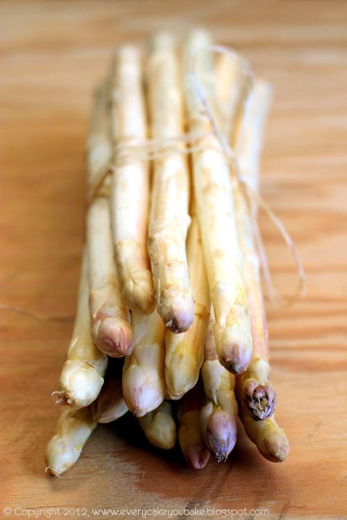 makaron wstążki ze szparagami i miętowym pesto