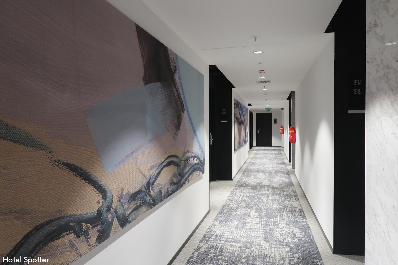 Courtyard by Marriott Brno - recenzja hotelu - korytarz