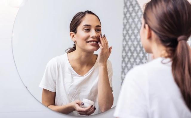 Τι είναι η βιταμίνη Κ και γιατί πρέπει να την συμπεριλάβετε στη ρουτίνα ομορφιάς σας