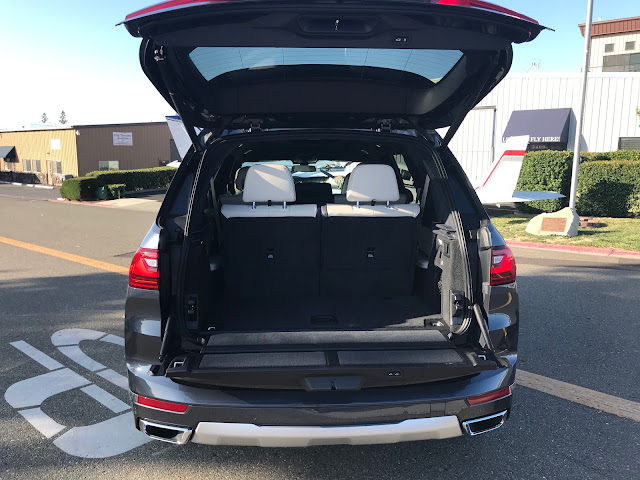 Rear view-tailgate open of 2019 BMW X7 xDrive 40i