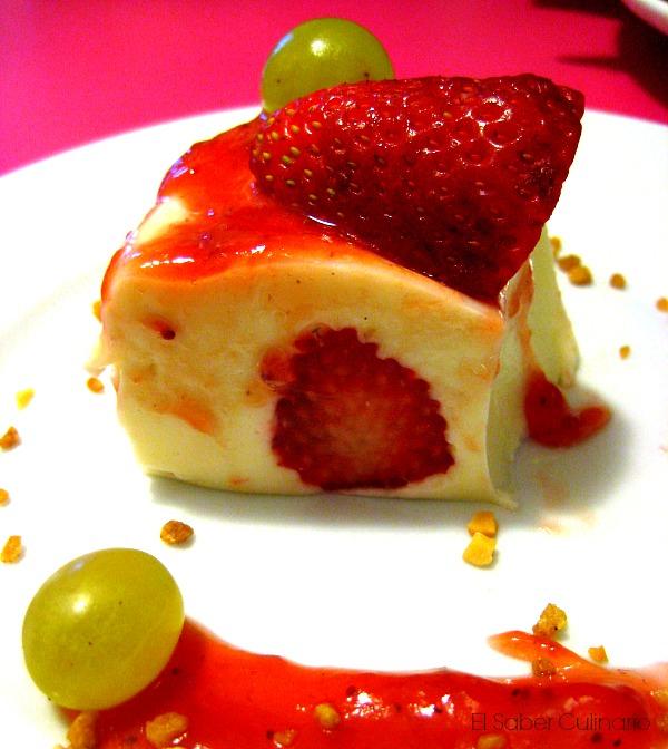 Tarta de yogur rellena de fresas sin horno