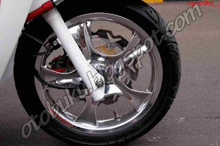Foto Velg Power Palang Chrome di motor Matic