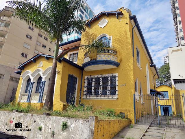 Vista ampla de um Antigo Casarão na Rua Bahia 1047 - Higienópolis - São Paulo