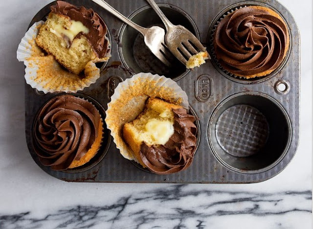 Boston Cream Pie Cupcakes #cake #desserts