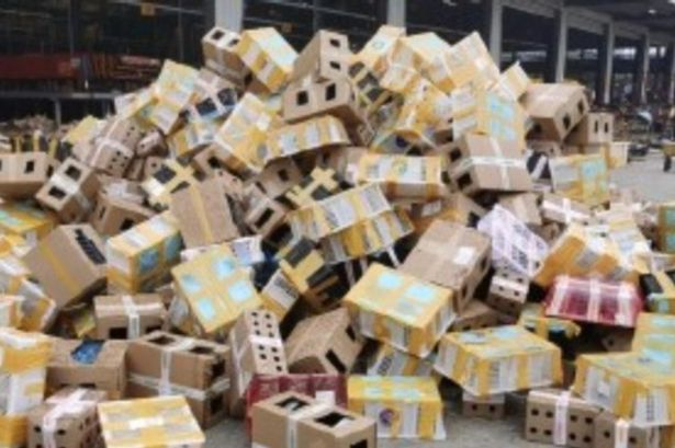 Gruesome discovery : 5,000 dead pets were found in parcels at a logistics centre in Luhoe in  Central China !