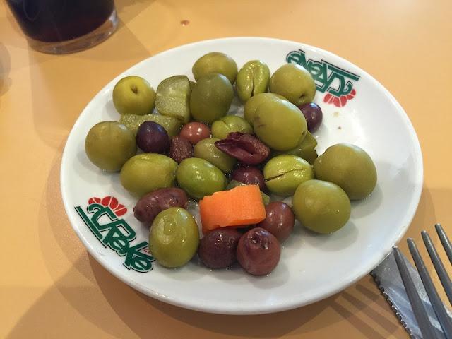 Plato con olivas