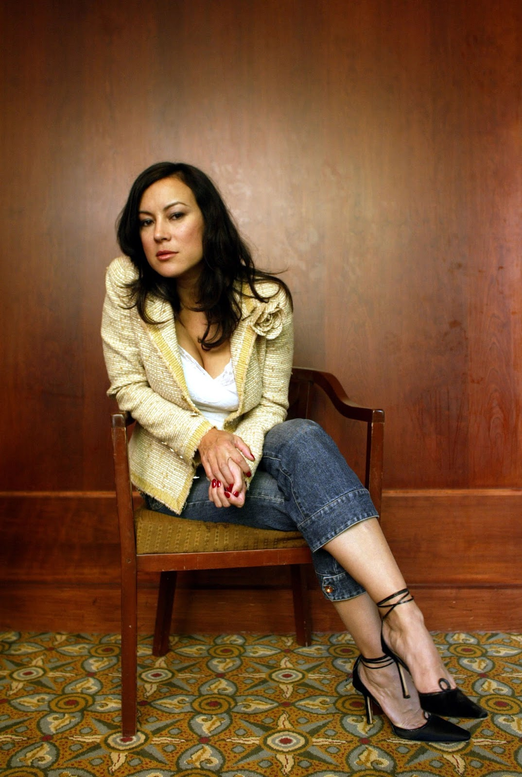 7. Pemain Poker Hot - Jennifer Tilly paki jeans