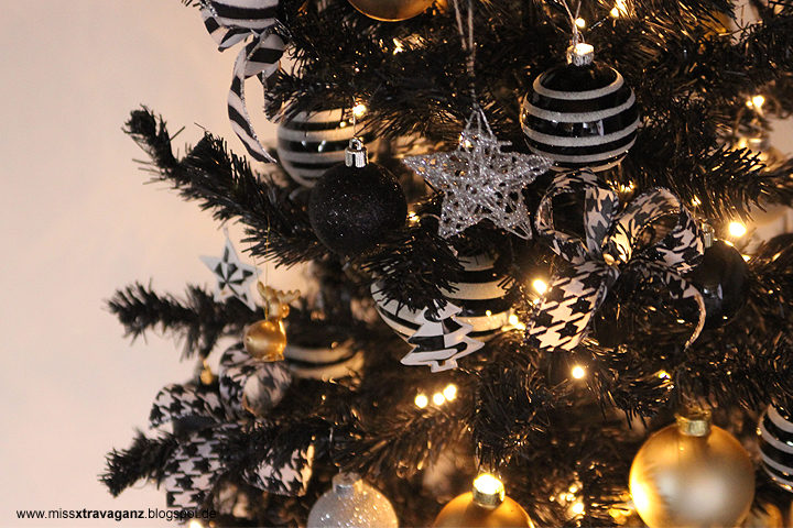 Weihnachtsbaum Schwarz Weiß.Interior Der Weihnachtsbaum In Schwarz Weiß Gold Miss Von