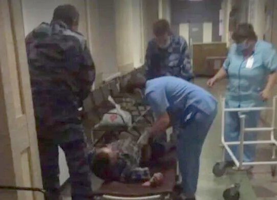 """""""Это твоя кровать на сегодня"""": врачи из города Энгельс бросили пациента-инвалида на полу"""