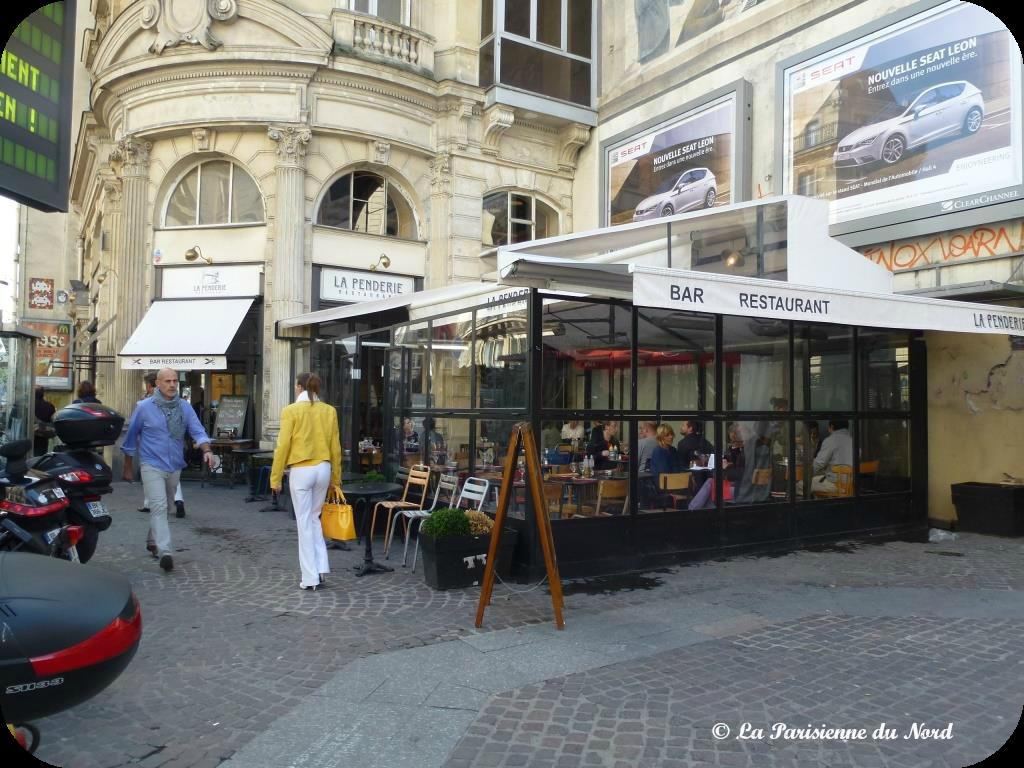 la penderie un restaurant chaleureux au c ur de paris la parisienne du nord. Black Bedroom Furniture Sets. Home Design Ideas