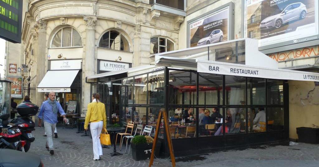 la parisienne du nord la penderie un restaurant chaleureux au c ur de paris. Black Bedroom Furniture Sets. Home Design Ideas