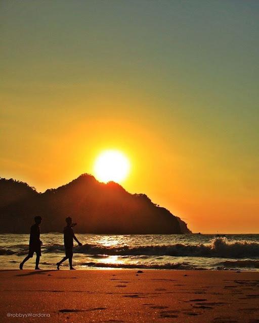 foto sunrise di pantai lampon