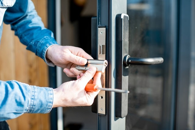 how much does a locksmith cost locksmithing price