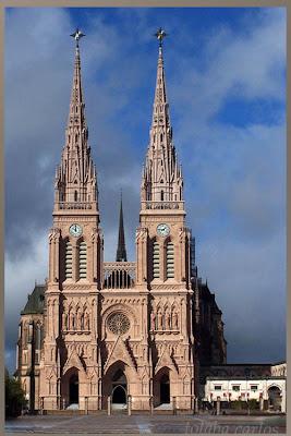 La Peregrinación Juvenil a Pie a Luján es la mayor manifestación de fe  popular en la Argentina. 420ce36351d