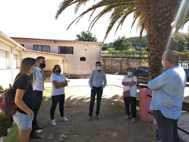 El alcalde de Barro ofrece un local como posible ampliación del comedor escolar del colegio