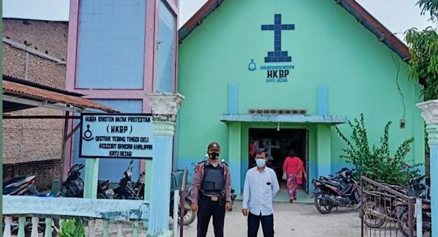 Jajaran Polsek Bandar Khalipah Monitoring dan PAM Giat Ibadah Minggu