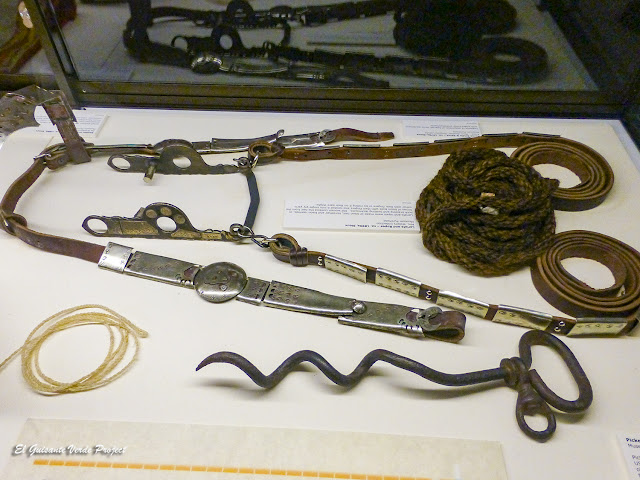 Diversos útiles para los caballos - Akta Lakota Museum