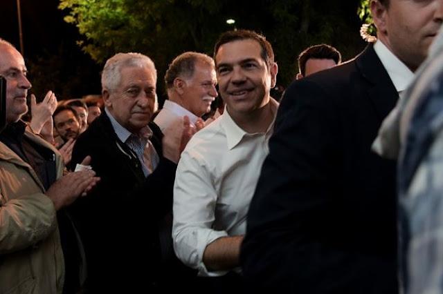 Guardian: Οι φόροι Τσίπρα αποδεκάτισαν την ελληνική μεσαία τάξη