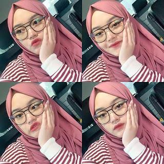 Putri Delina Pakai Kacamata