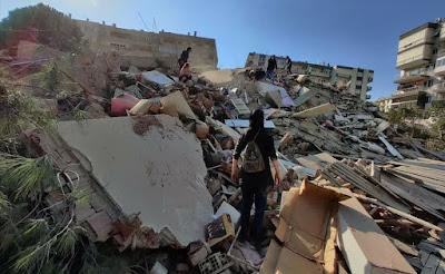 ارتفاع عدد ضحايا زلزال تركيا إلى 12 قتيلا و419 جريحا، وفرق الإنقاذ تواصل البحث عن ناجين