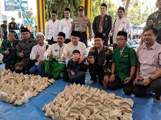 Wagub Jawa Timur hadir dalam pemecahan rekor muri makan 5000 nasi karak