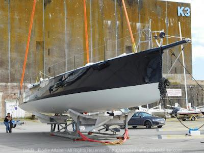 Stephane Le Diraison met son bateau à l'eau à Lorient