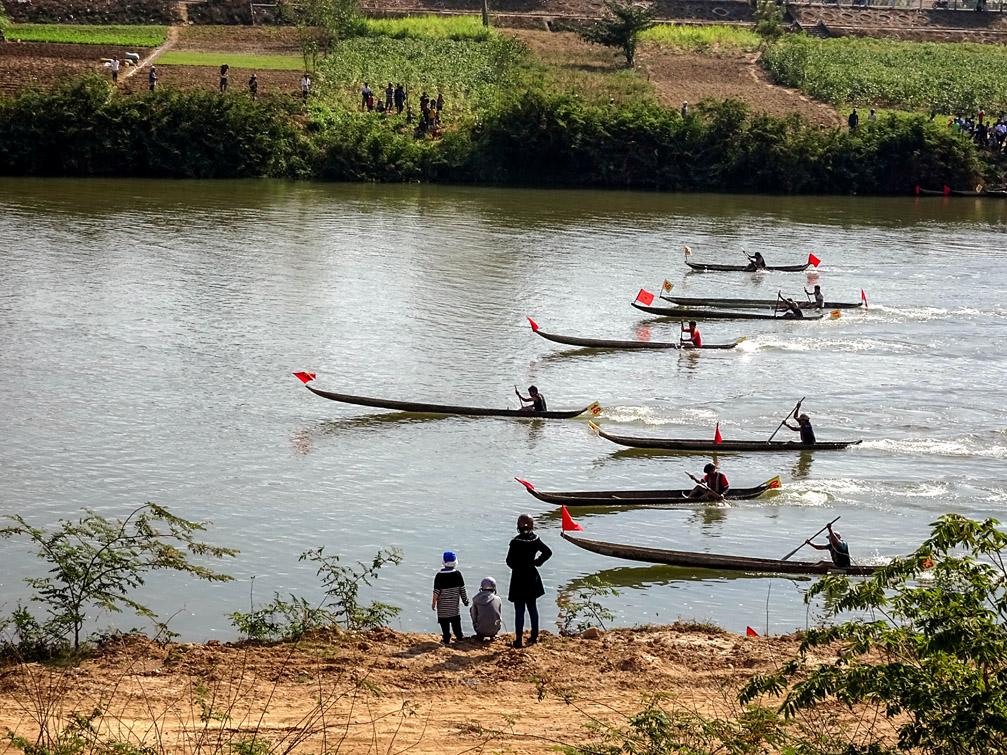 Lễ hội đua thuyền độc mộc ở tỉnh Kon Tum