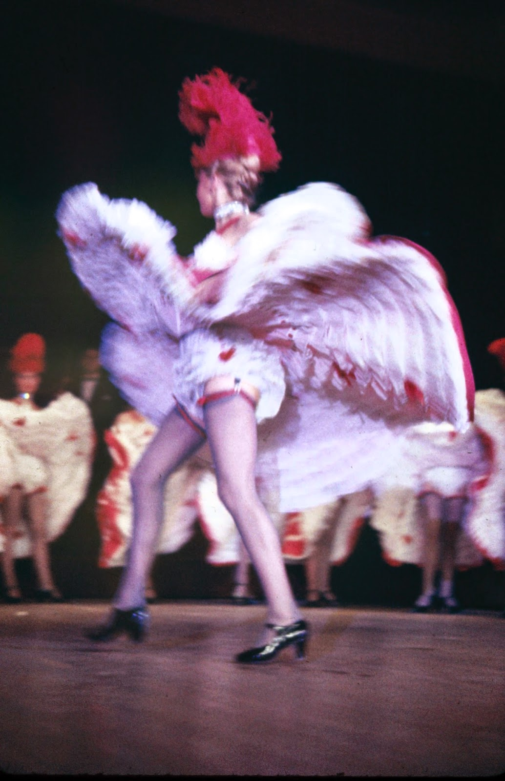 Amazing Vintage Color Photos Of Cabarets Dancers At The