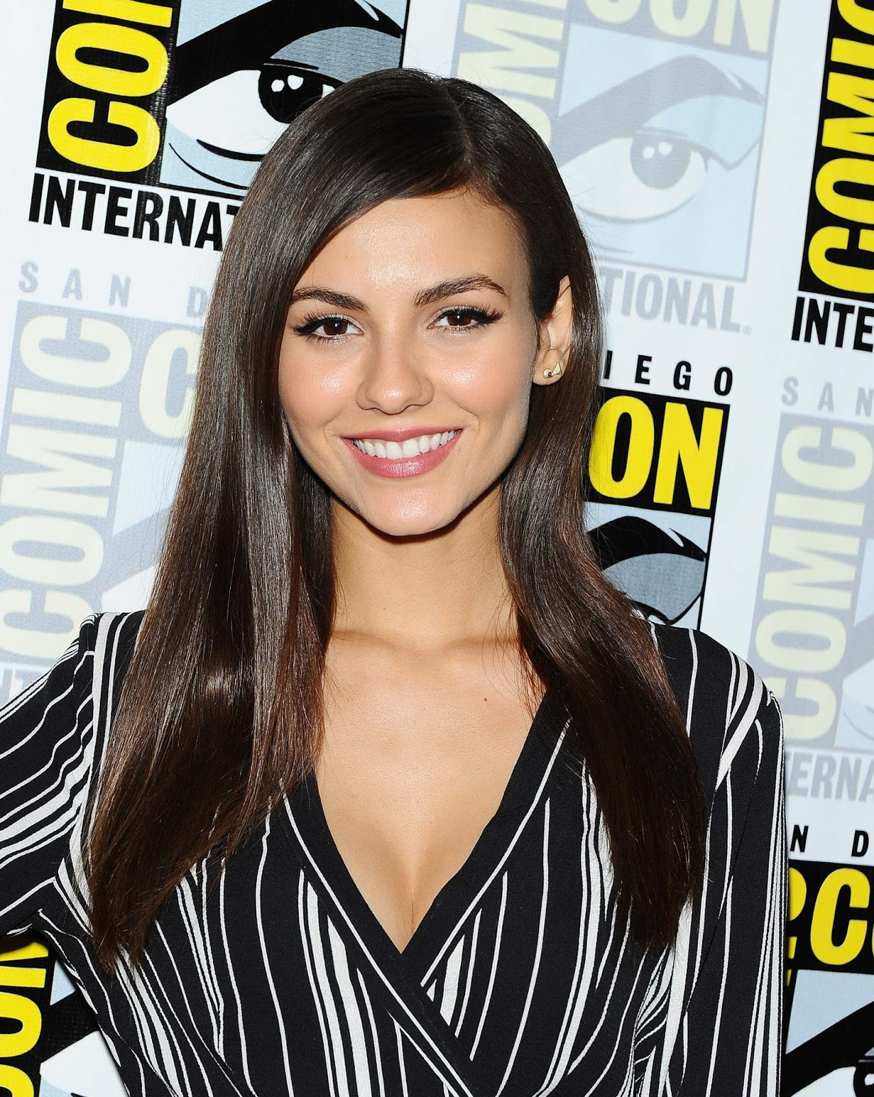 Victoria Justice wears striped ensemble for Comic-Con 2016