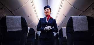 مضيفة طائرة توضح سبل الرقابة على المضيفات في المطارات