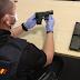 Detenida una mujer por amenazar con una arma simulada a un grupo de jóvenes por hacer ruido
