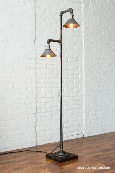 Lampu lantai terbuat dari pipa baja
