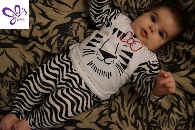 Weißer Tiger - Karneval - Chill Pullover von erbsünde, Baby Basic Leggings von kid5