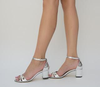 sandale argintii ieftine cu toc mic gros de vara