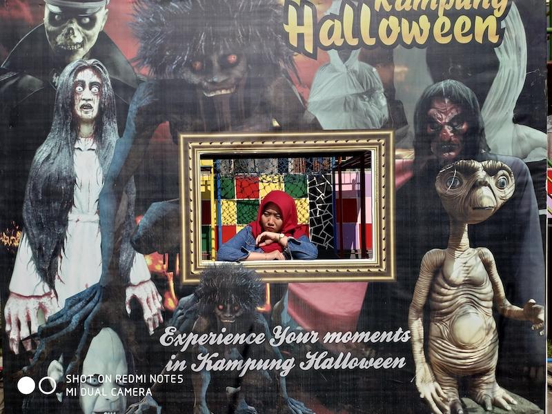 Menjelajah Kampung Halloween Bukit Sekipan Tawangmangu, Serem Coy!