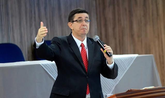 """""""Valorizamos a experiência, mas priorizamos as Escrituras"""", diz teólogo pentecostal"""