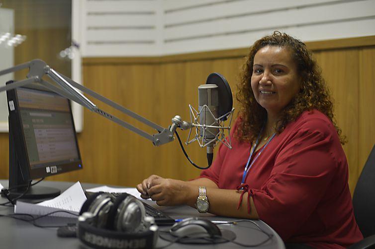 Após 41 anos na Rádio Nacional da Amazônia, Artemisa Azevedo se despediu, em 2018, claro não foi fácil para milhares de ouvintes espalhados na região norte da Amazônia e demais regiões como o Nordeste em que a apresentadora e escritora era conhecida pela sua voz suave e marcante.
