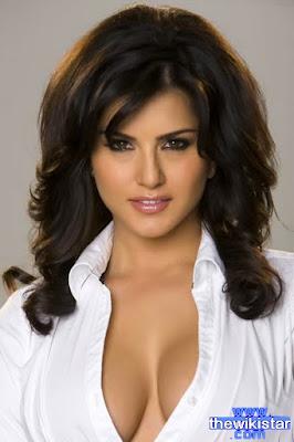 ساني ليون (Sunny Leone)، ممثلة وعارضة أزياء وسيدة أعمال هندية