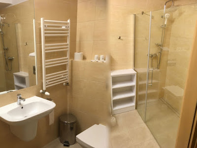 Hotel Pod Wulkanem, Kluszkowce, łazienka z prysznicem