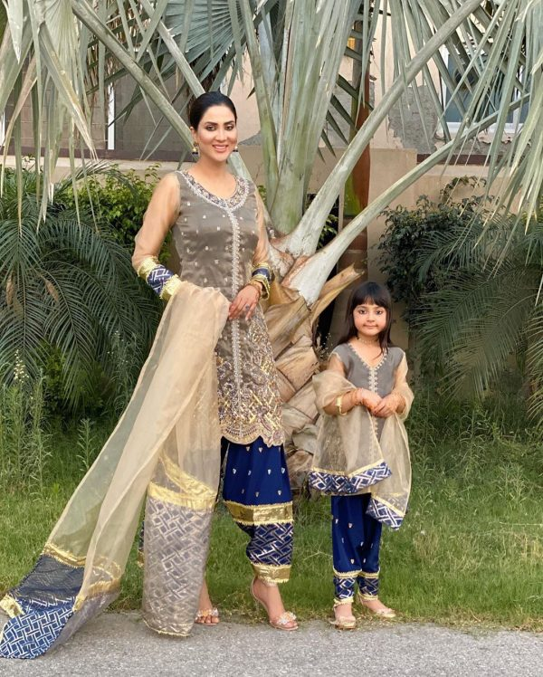 Actress Fiza Ali Spending Awesome Time during Eid with Her Cute Daughter