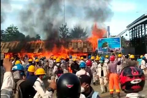 Hari Buruh Di Halmahera Tengah, Massa Bakar Bangunan Perusahaan