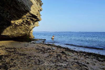 Menikmati hasil laut di Pantai Geger