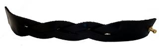 Bracelet tressé en cuir fermé noir ouvert