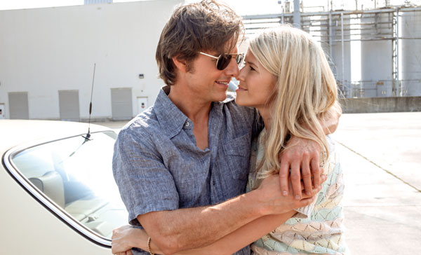 Tom Cruise and Sarah Wright play husband and wife in AMERICAN MADE (2017)