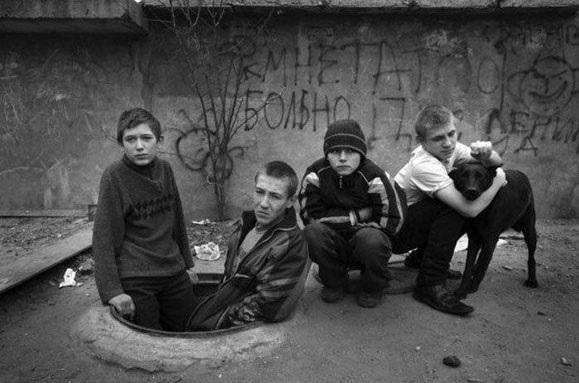 Jetimët e Moskës që jetojnë nëntokë